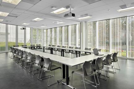 Dossier de presse | 2353-01 - Communiqué de presse | TREC - ikon.5 architects - Architecture institutionnelle - Sub-dividable Conference | Classroom space - Crédit photo : Jeffrey Totaro