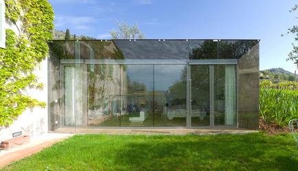 Press kit | 2433-01 - Press release | Maison SPE - ELLENA MEHL Architectes - Residential Architecture - double glazed facade - bedroom - Photo credit: Hervé ELLENA