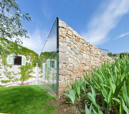 Press kit | 2433-01 - Press release | Maison SPE - ELLENA MEHL Architectes - Residential Architecture - stones and glass - Photo credit: Hervé ELLENA