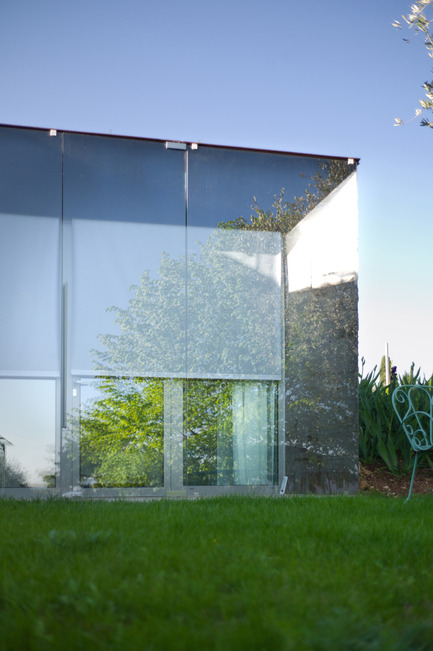 Press kit | 2433-01 - Press release | Maison SPE - ELLENA MEHL Architectes - Residential Architecture - corner : steel and glass - Photo credit: Hervé ELLENA