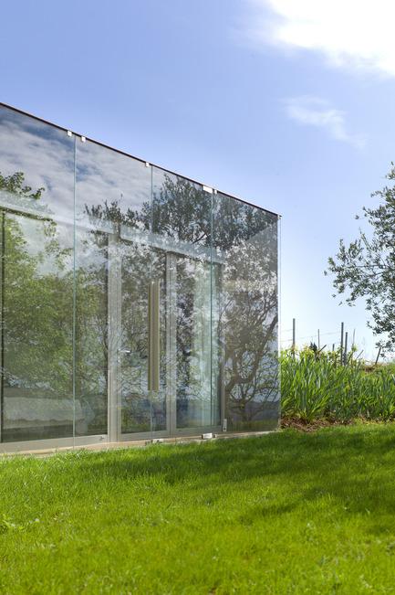 Press kit | 2433-01 - Press release | Maison SPE - ELLENA MEHL Architectes - Residential Architecture - reflection - Photo credit: Hervé ELLENA
