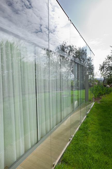 Press kit | 2433-01 - Press release | Maison SPE - ELLENA MEHL Architectes - Residential Architecture - closed curtains - Photo credit: Hervé ELLENA