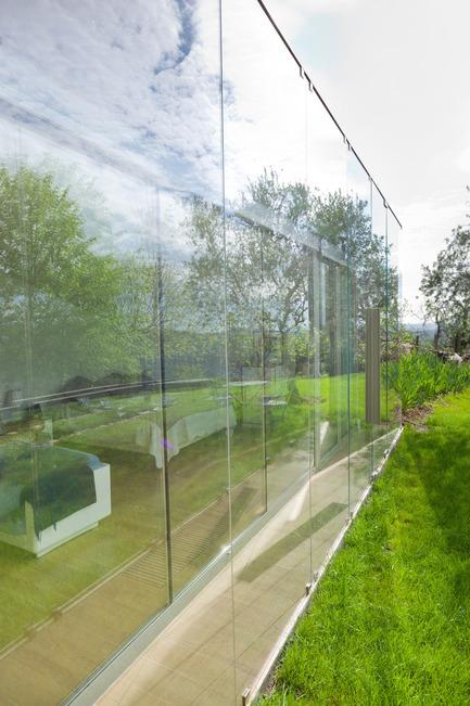 Press kit | 2433-01 - Press release | Maison SPE - ELLENA MEHL Architectes - Residential Architecture - opened curtains - Photo credit: Hervé ELLENA