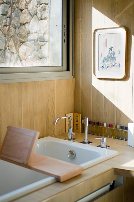 Press kit | 2433-01 - Press release | Maison SPE - ELLENA MEHL Architectes - Residential Architecture -  The bathroom  - Photo credit: Hervé ELLENA