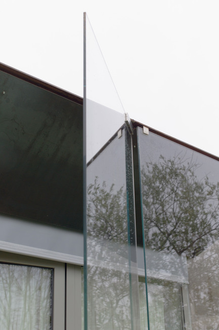 Press kit | 2433-01 - Press release | Maison SPE - ELLENA MEHL Architectes - Residential Architecture - opening of the external glass wall - Photo credit: Hervé ELLENA