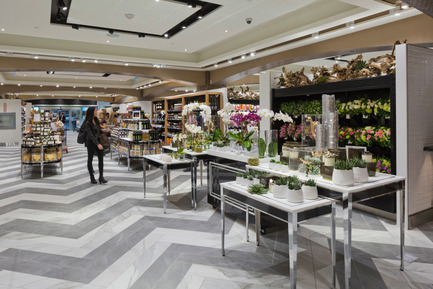 Dossier de presse | 846-21 - Communiqué de presse | Le style raffiné des épiceries fine Pusateri's - Céragrès - Architecture commerciale - L'épicerie fine Pusateri's - Saks Food Hall CF Sherway Gardens - Crédit photo : Philip Castleton