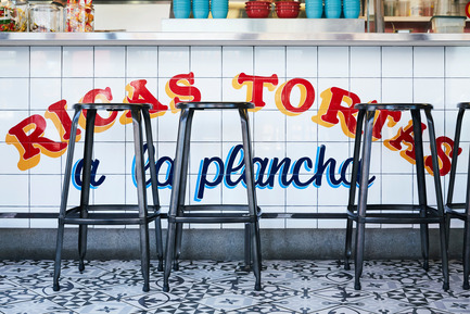 Dossier de presse | 1048-12 - Communiqué de presse | Multidisciplinary Studio +tongtong Designs Torteria San Cosme, the Mexican Sandwich Shop in the Heart of Kensington Market - +tongtong - Design industriel - Crédit photo : Naomi Finlay