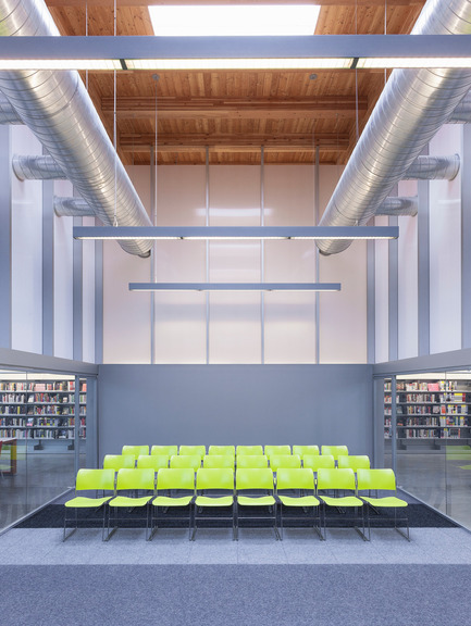 Dossier de presse | 2570-01 - Communiqué de presse | New York Public Library Stapleton Branch - Renovation and Expansion - Andrew Berman Architect - Architecture institutionnelle - Community room<br> - Crédit photo : Naho Kubota