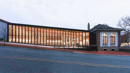 Dossier de presse | 2570-01 - Communiqué de presse | New York Public Library Stapleton Branch - Renovation and Expansion - Andrew Berman Architect - Architecture institutionnelle - Exterior view<br> - Crédit photo : Naho Kubota<br>
