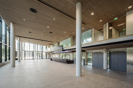 Press kit | 1008-04 - Press release | Headquarter Veolia - Dietmar Feichtinger Architectes - Commercial Architecture - Main entry - Photo credit: Hertha Hurnaus