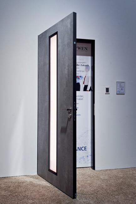 Press kit | 2578-01 - Press release | Award-winningALED Privacy-Plus Technology - LightGlass - Lighting Design -                JELD-WEN office doors with ALED Daylight, on - Photo credit: LigthGlass