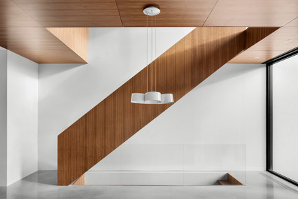Press kit | 1633-03 - Press release | Résidence 1ère Avenue - Architecture Microclimat - Residential Architecture - Walnut staircase - Photo credit: Adrien Williams