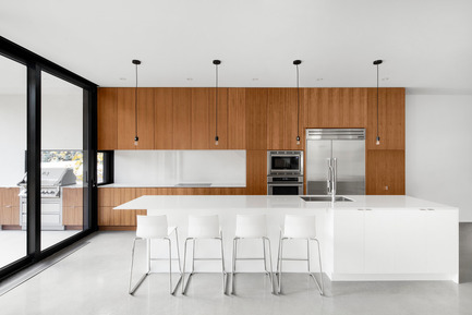 Press kit | 1633-03 - Press release | 1st Avenue Residence - Architecture Microclimat - Residential Architecture - Kitchen - Photo credit: Adrien Williams