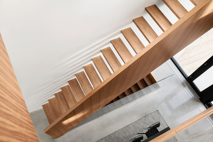 Press kit | 1633-03 - Press release | Résidence 1ère Avenue - Architecture Microclimat - Residential Architecture - Staircase from the 2nd floor - Photo credit: Adrien Williams