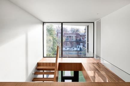 Press kit | 1633-03 - Press release | Résidence 1ère Avenue - Architecture Microclimat - Residential Architecture - 2nd floor workspace - Photo credit: Adrien Williams