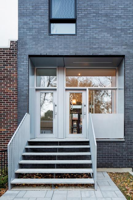 Press kit | 1633-03 - Press release | Résidence 1ère Avenue - Architecture Microclimat - Residential Architecture - Main entrances - Photo credit: Adrien Williams