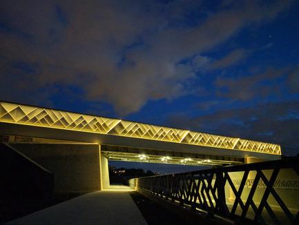 Press kit | 2366-01 - Press release | A New Viaduct for the MIL Campus of the Université de Montréal - civiliti - Urban Design - Night View, East Approach - Photo credit: civiliti