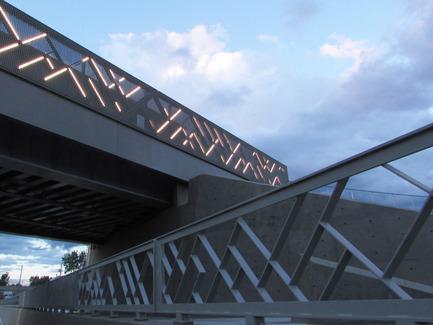 Press kit | 2366-01 - Press release | A New Viaduct for the MIL Campus of the Université de Montréal - civiliti - Urban Design - View of Sidewalk Railing - Photo credit: civiliti