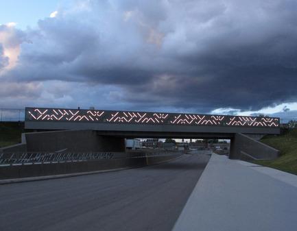 Press kit | 2366-01 - Press release | A New Viaduct for the MIL Campus of the Université de Montréal - civiliti - Urban Design - View of Light Grid, Fully Lit - Photo credit: civiliti