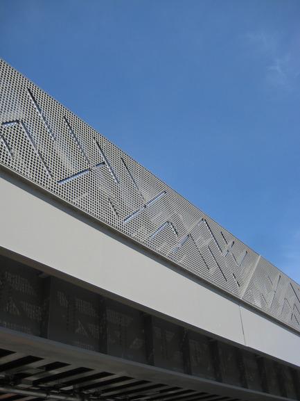 Press kit | 2366-01 - Press release | Un nouveau viaduc pour le Campus MIL de l'Université de Montréal - civiliti - Urban Design - Partial View of Embedded LED Bars - Photo credit: civiliti