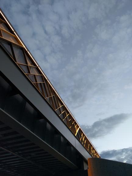 Press kit | 2366-01 - Press release | Un nouveau viaduc pour le Campus MIL de l'Université de Montréal - civiliti - Urban Design - Daytime View, East Approach - Photo credit: civiliti