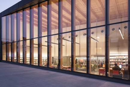 Dossier de presse | 2570-01 - Communiqué de presse | New York Public Library Stapleton Branch - Renovation and Expansion - Andrew Berman Architect - Architecture institutionnelle - View from street - Crédit photo : Naho Kubota