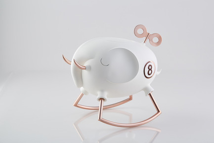 Press kit | 2541-01 - Press release | The Endangered - Trigger Design - Industrial Design - The Endangered: Elephant<br>352(L) X 236(W) X 315(H) mm<br>ABS, Matte painted white ceramic finishing. Rose gold on aluminum<br>Scent: White Tea Fig by AllSense Scent Lab - Photo credit: Cause & Effect Studio