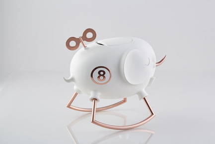 Press kit | 2541-01 - Press release | The Endangered - Trigger Design - Industrial Design - The Endangered: Elephant <br>352(L) X 236(W) X 315(H) mm<br>ABS, Matte painted white ceramic finishing. Rose gold on aluminum<br>Scent: White Tea Fig by AllSense Scent Lab - Photo credit: Cause & Effect Studio