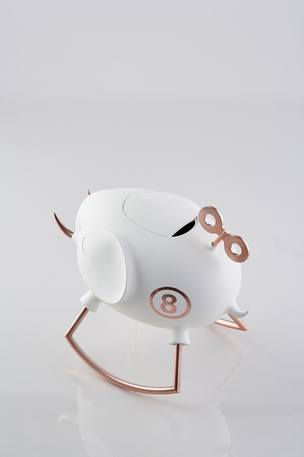 Press kit | 2541-01 - Press release | The Endangered - Trigger Design - Industrial Design - The Endangered: Elephant<br>352(L) X 236(W) X 315(H) mm<br>ABS, Matte painted white ceramic finishing. Rose gold on aluminum<br>Scent: White Tea Fig by AllSense Scent Lab - Photo credit: Cause &amp; Effect Studio