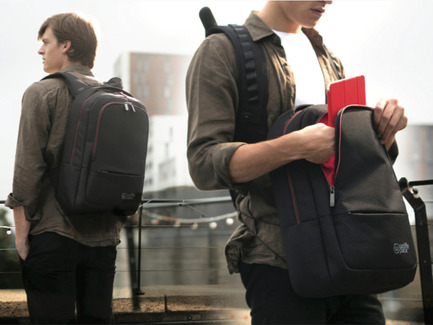 Press kit | 2599-01 - Press release | Wolffepack Capture, the Orbital Backpack, Wins 3 International Design Awards in 2017 - Wolffepack - Product - Wolffepack Metro, the orbital backpack - Photo credit: Wolffepack Limited