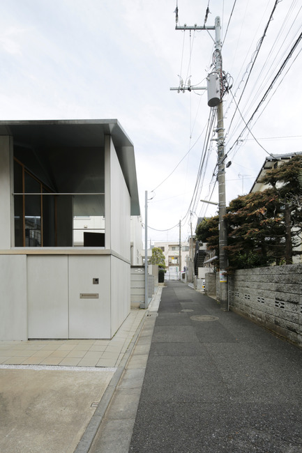 Dossier de presse | 756-16 - Communiqué de presse | Besides, History: Go Hasegawa, Kersten Geers, David Van Severen - Canadian Centre for Architecture (CCA) - Évènement + Exposition - Stefano   Graziani. Photo de House in Kyodo, 2010–2011. Architecte : Go Hasegawa   and Associates, Centre Canadien d'Architecture, Montréal   - Crédit photo : © Stefano Graziani