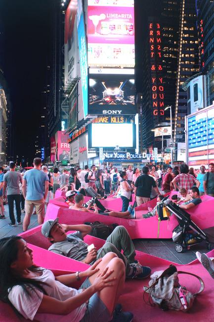 Dossier de presse | 1305-01 - Communiqué de presse | XXX Times Square with Love - J.MAYER.H und Partner, Architekten - Art - XXX Times Square with Love - Crédit photo : Marsha Ginsberg