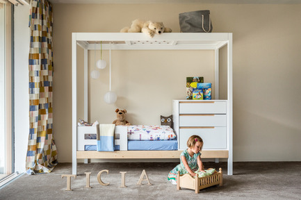 Press kit | 2473-01 - Press release | TICIA The Growing Bed - Complojer for kids - Product - Ticia for one- 2.step cosy children bed with fall guards an storege space in the upper bed structure - Photo credit: complojerforkids