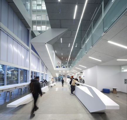 Dossier de presse | 1615-04 - Communiqué de presse | IESBC Announces the 2017 'Vision Award' Recipients - IESBC - Lighting Design -  Langara College Sciences and Student Services Building -  IESBC Award of Merit for Interior Lighting Design<br>    - Crédit photo :  Ema Peter