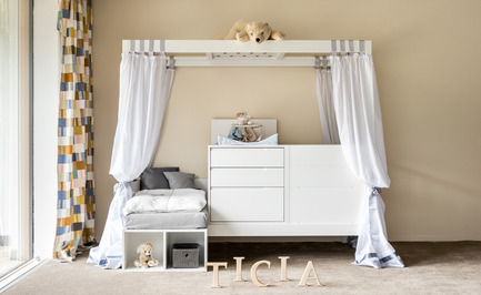 Press kit | 2473-01 - Press release | TICIA The Growing Bed - Complojer for kids - Product -  Ticia for two children of different age - 1 step with cradle and baby bed  - Photo credit: complojerforkids