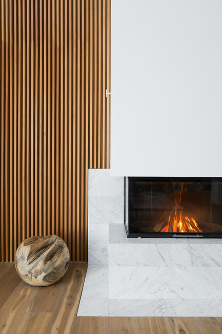 Press kit | 2247-02 - Press release | A Constructive Approach - Monoloko design - Residential Interior Design - Fireplace - Photo credit: Ilya Ivanov