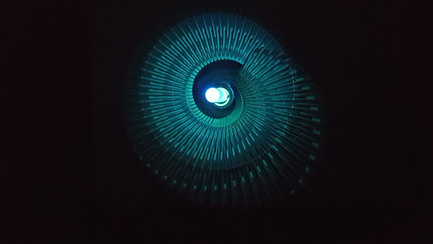Dossier de presse | 2121-06 - Communiqué de presse | Seismic Electromagnetic Induction LED - Margot Krasojević Architects - Design d'éclairage - Plan view of 3d printed reverberation net - Crédit photo : Margot Krasojević