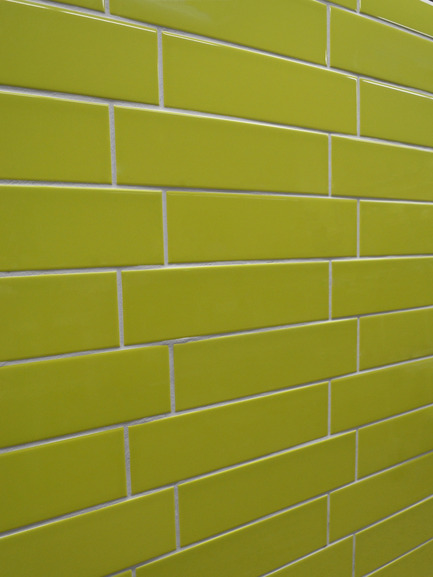 Press kit | 846-07 - Press release | Ceragres' colours are shining through ! - Ceragres - Product - Série BLOC - Avocado Green glossDynamisez votre espace avec cette gamme de 12 couleurs déclinées en fini matt ou gloss, format 8'' x 16'' ou 4'' x 16''. Une création signée Céragrès.BLOC Series - Avocado Green glossEnliven your space with this range of 12 various colours in a matte or glossy finish, 8'' x 16'' or 4'' x 16'' size. A Ceragres signature series. - Photo credit: Céragrès