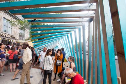 Dossier de presse | 2664-01 - Communiqué de presse | La Vague - Arcadia Studio - Design urbain - Un premier placottoir avec brumisateurs au Canada! - Crédit photo : Alexandre Guilbeault