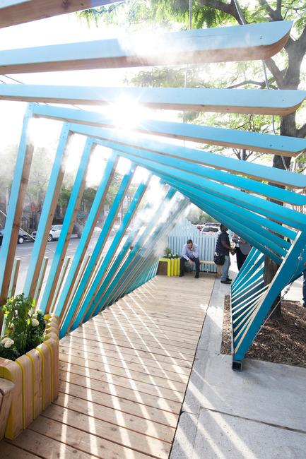 Dossier de presse | 2664-01 - Communiqué de presse | La Vague - Arcadia Studio - Design urbain -  La halte fraîcheur est également un lieu d'arrêt et de repos  - Crédit photo : Alexandre Guilbeault