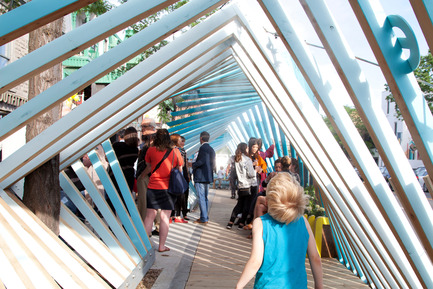 Dossier de presse | 2664-01 - Communiqué de presse | La Vague - Arcadia Studio - Design urbain - Une expérience rafraîchissante mais aussi artistique, ludique et sociale - Crédit photo : Alexandre Guilbeault