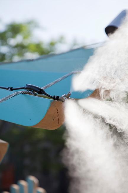 Press kit | 2664-01 - Press release | La Vague - Arcadia Studio - Urban Design - 45 nozzles that use 0.022 litres of water per minute - Photo credit: Alexandre Guilbeault