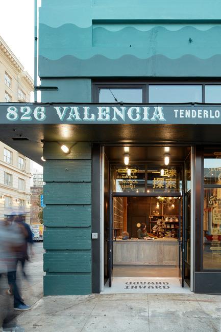 Dossier de presse | 1562-02 - Communiqué de presse | 826 Valencia Tenderloin Center Receives Special Commendation Award for Social Responsibility - INTERSTICE Architects - Commercial Architecture - Front Door Detail - Crédit photo : Matthew Millman