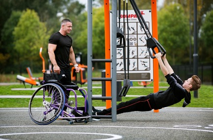 Press kit | 2487-01 - Press release | New Outdoor Fitness is a Game Changer - KOMPAN - Product - Fitness for all ages and abilities - Photo credit: KOMPAN