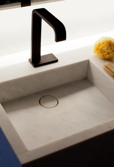 Press kit | 2505-01 - Press release | Innovative Belgian Faucet Design - Co.Studio - Product - Andrew bathroom faucet in matte black<br> - Photo credit: Guy Obijn<br>