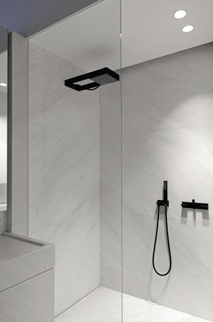 Press kit | 2505-01 - Press release | Innovative Belgian Faucet Design - Co.Studio - Product - Andrew shower set<br> - Photo credit: Guy Obijn<br>
