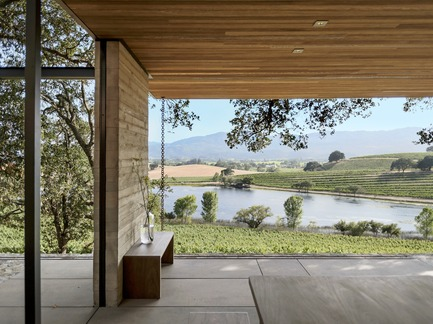Dossier de presse | 2602-01 - Communiqué de presse | Walker Warner Architects Honored by AIA San Francisco for Quintessa Pavilions - Walker Warner Architects - Commercial Architecture - The pavilions present a serene setting where one can experience the vista of the vineyard and lake below.  - Crédit photo :  © Matthew Williams