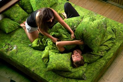 Press kit   2502-01 - Press release   Augmented Reality Bed Sheets - Hayka - Product - Moss bedding - Photo credit: Piotr Miazga