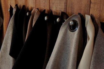 Press kit | 1074-02 - Press release | Bears at SIDIM! - Inhoma Design - Event + Exhibition - Tissus Draps de laine / Pure Wool FabricsFilatures Arpin 1817 - Photo credit: Copyright Arpin 1817