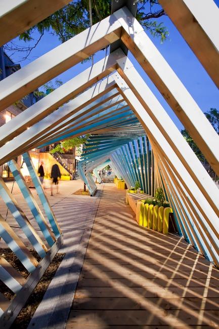 Dossier de presse | 2664-01 - Communiqué de presse | La Vague - Arcadia Studio - Design urbain - Un jeu d'ombres et lumières - Crédit photo : Alexandre Guilbeault
